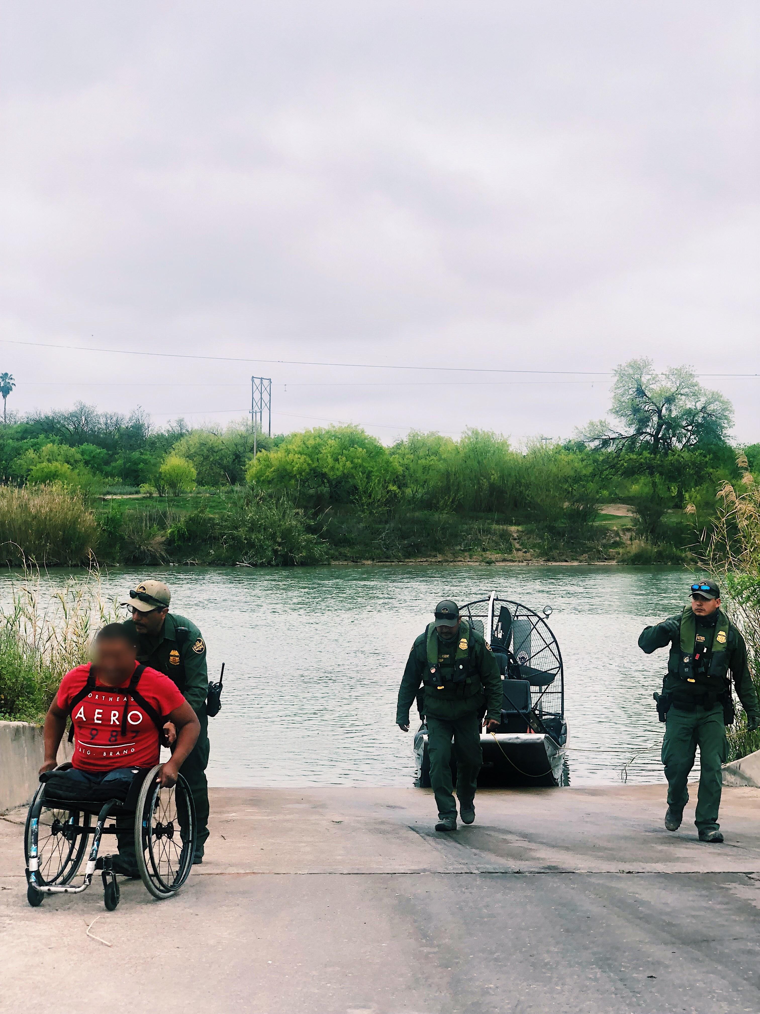 Migrante capturado en aguas fronterizas